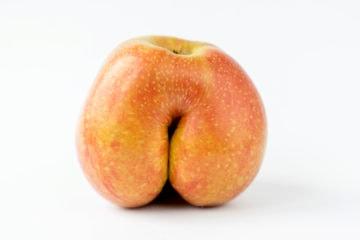 Eating ass: this peach looks like an ass